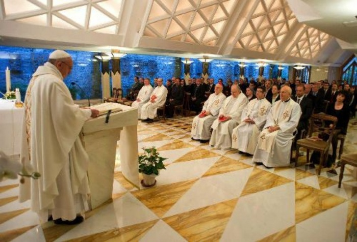 """Homilía del Papa en Santa Marta martes 12 de diciembre: """"Hagamos silencio para escuchar a Dios"""""""